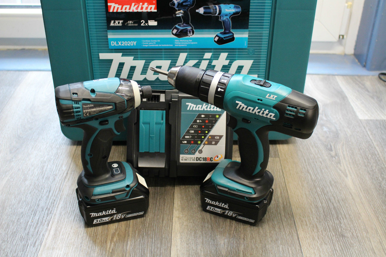 makita superset 18v 3ah accu slagboormachine en accu boormachine nieuw met 2 accu s snellader. Black Bedroom Furniture Sets. Home Design Ideas